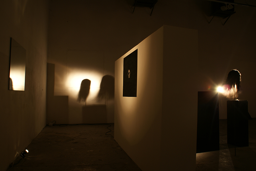 "Vue de l'exposition ""The guards"" Galerie Kostka Prague – photo : Adrien Giros"