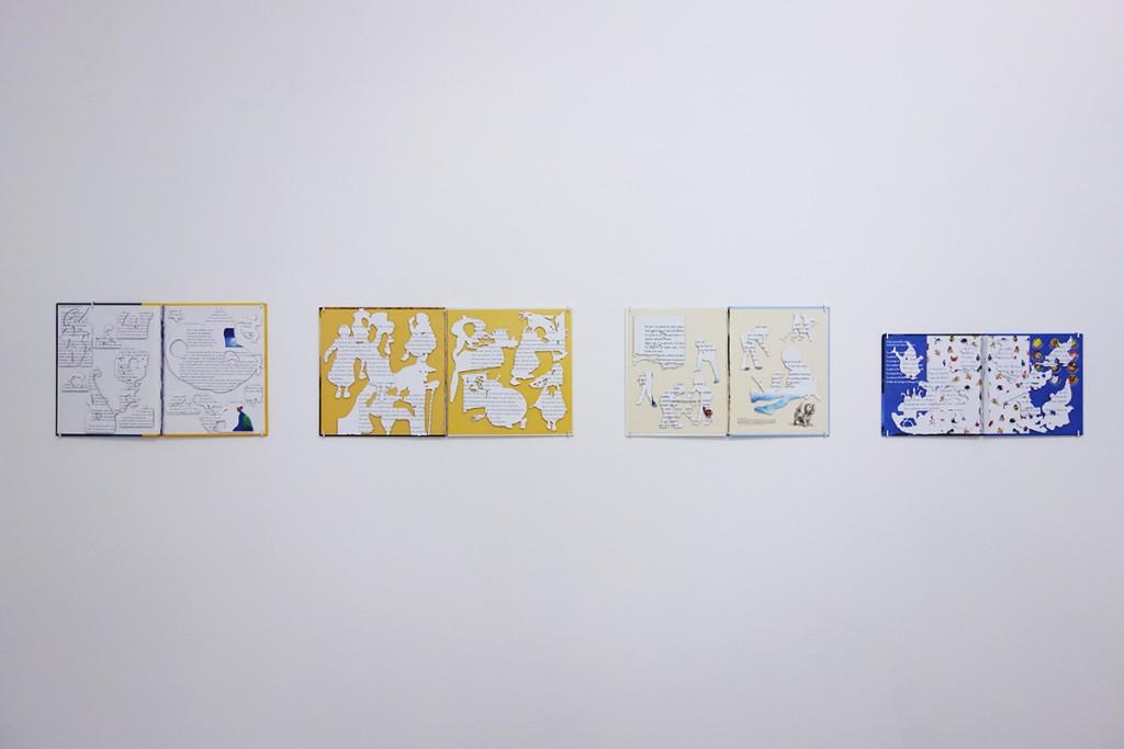 """Ho Un Bac – Vue de l'exposition """" Linguistic crack """" présentée à l'Espace international du CEAAC du 19 juin au 19 juillet 2015 – Photo © Hu Un Bac"""