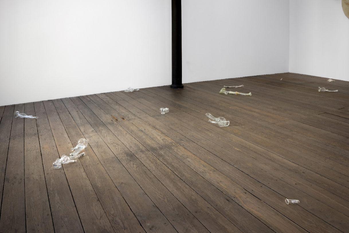 """""""Bongs I-XVI"""", verre, dimensions variables, photographie : R. Görgen"""