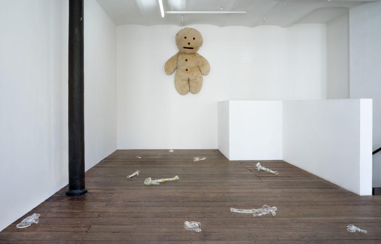 """""""Mennele"""", 170x70cm, laine, mousse, 2019, photographie : R. Görgen"""