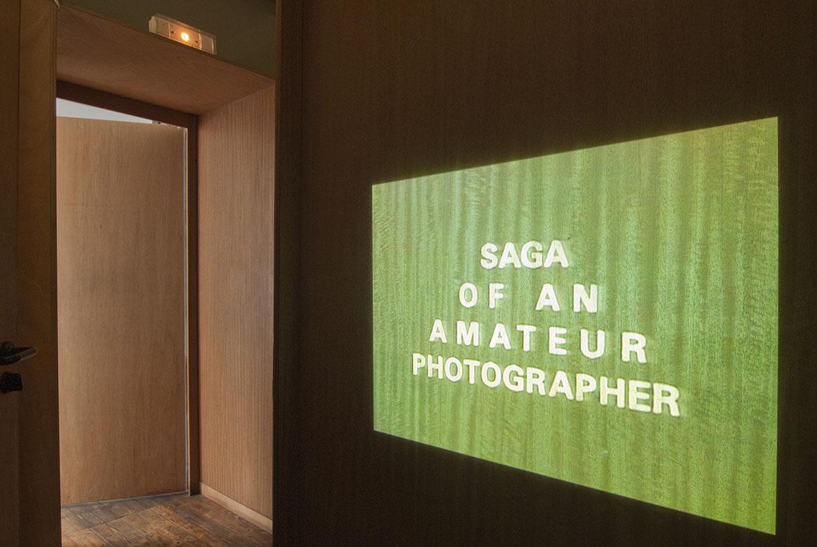 Projection vidéo : The Continued Saga of an Amateur Photographer, 22 min. Photo : Klaus Stöber