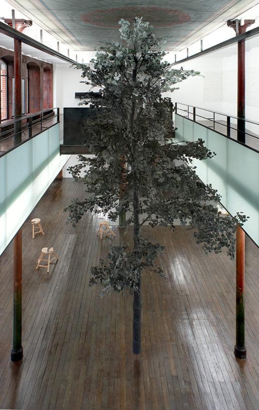 Guillaume Leblon – L'arbre, 2005 – Courtesy de l'artiste et galerie Jocelyn Wolff, Collection du Musée départemental d'art contemporain de Rochechouart – Photo R. Görgen