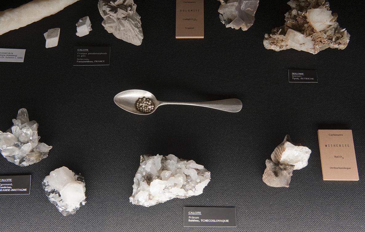 Musée de Minéralogie, Strasbourg:  Evariste Richer – Je suis une caverne, 2010 – Courtesy : Galerie Schleicher & Lange, Paris – Photo : Klaus Stöber