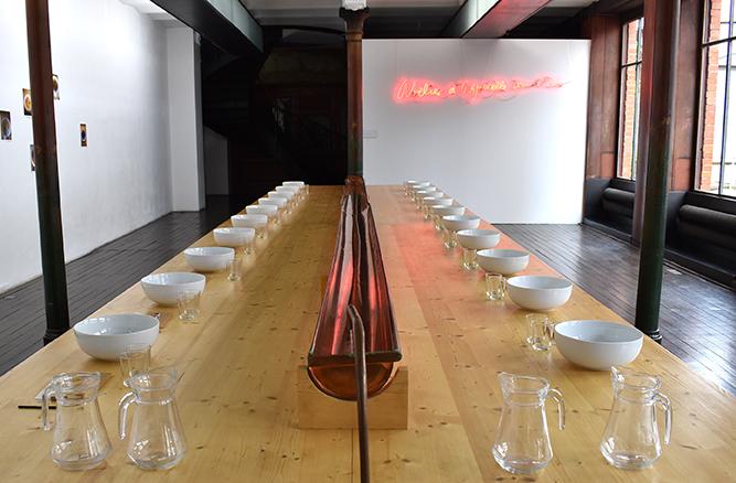 Sarkis, L'atelier d'aquarelle dans l'eau, 2005, Collection FRAC Alsace, vue d'exposition au CEAAC, 2020