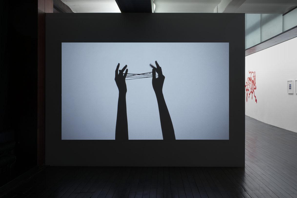 """Ed Pien, """"Hand String Games"""", vue de l'exposition """"Nouer le reste"""", CEAAC, 2021, ©R. Görgen"""