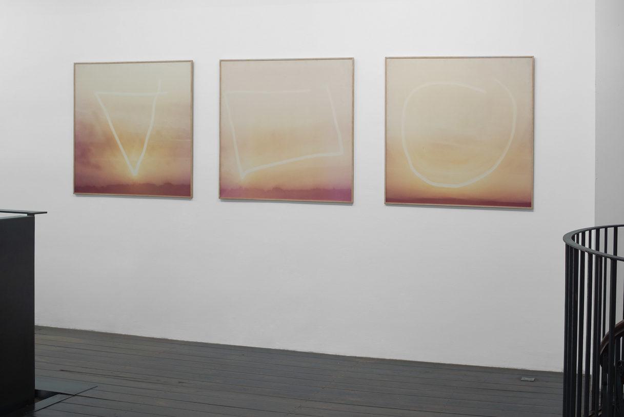 """Barbara & Michael Leisgen, """"Les trois figures du soleil"""", vue de l'exposition """"Nouer le reste"""", CEAAC, 2021, ©R. Görgen"""