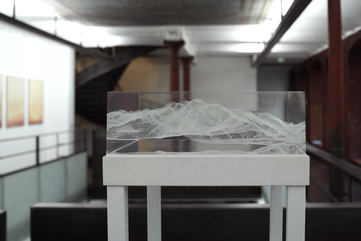 """Julien Discrit, """"Inframince (Mont Blanc)"""", vue de l'exposition """"Nouer le reste"""", CEAAC, 2021, © crédit photo : R. Görgen"""