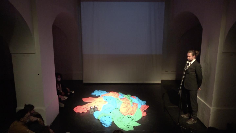"Kevin Senant, ""Gilles Well's Adventures Chapter 3"", Performance Crossing Festival, Studio Alta, Prague, 2021, courtesy de l'artiste"