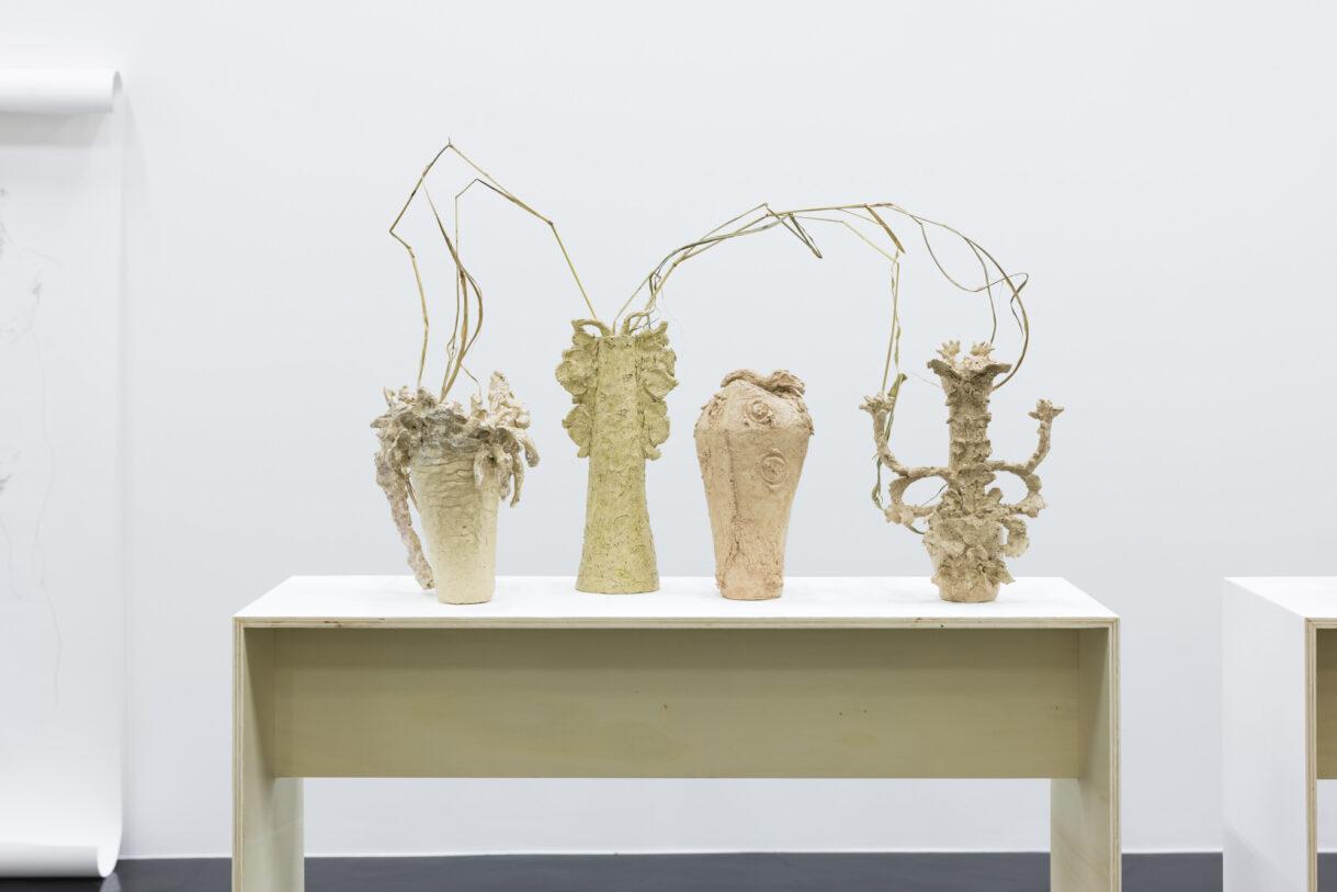"Chiara Camoni, ""Vases papillon"", 2020, Collection Silvia Fiorucci Roman, Monaco & Courtesy SpazioA, Pistoia / Photo : Arthur Péquin"